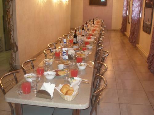 Поминальный обед общий стол